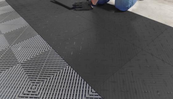 So installieren Sie die Garagenplatten