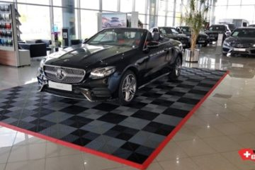 Ausstellungspodium für Autohändler