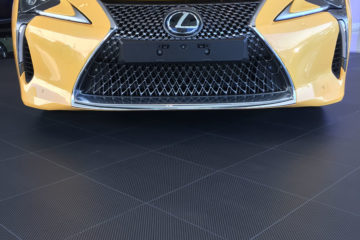 Garagenboden mit Carbon-Effekt
