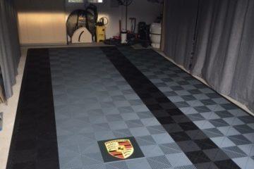 Garagenplatten mit Logo im Boden