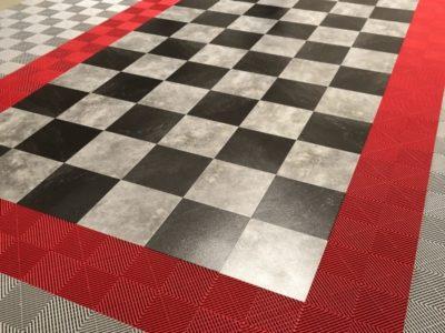 Karierter Boden in grauer und schwarzer Marmor-Optik