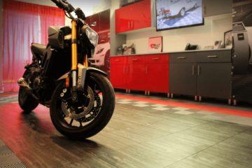 Motorradboden mit Parkett-Effekt