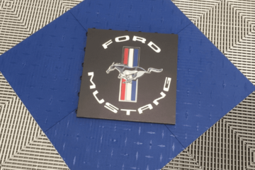 Boden Detailing mit Logo